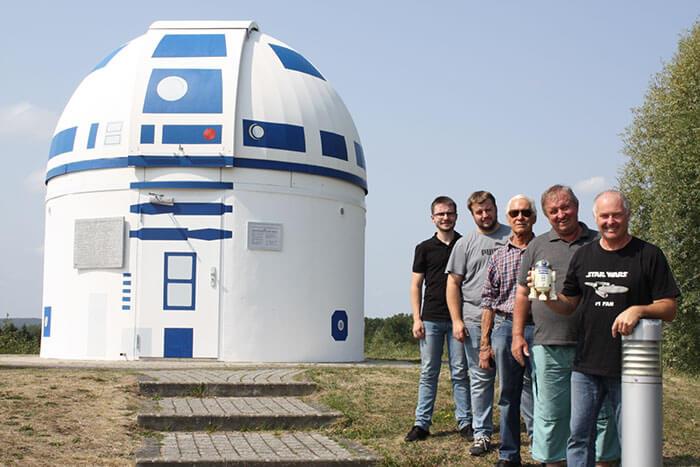 1 5c98adb7cfa83 700 - Professor alemão constrói um observatório de astronomia em formato do RD-D2