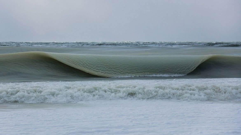 3 7 - Ondas de praia americana são congeladas após ter frio intenso e as imagens são de impressionar