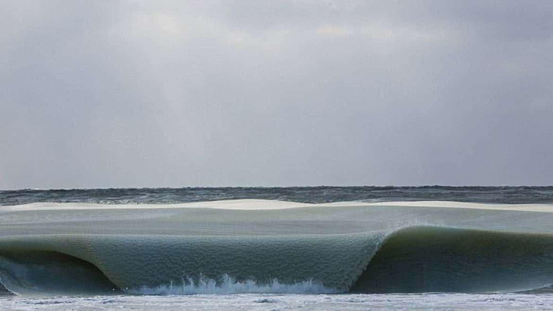 6 7 - Ondas de praia americana são congeladas após ter frio intenso e as imagens são de impressionar