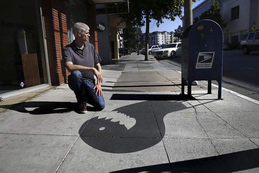 Esse artista de rua pinta sombras falsas para confundir pedestres de forma sensacional 18 - Porque não usarmos a arte para surpreender alguns pedestres ?