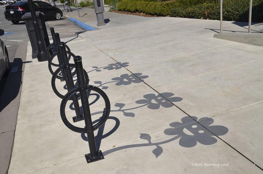 Esse artista de rua pinta sombras falsas para confundir pedestres de forma sensacional 19 - Porque não usarmos a arte para surpreender alguns pedestres ?