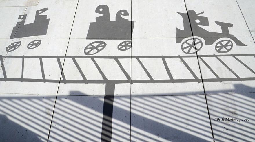 Esse artista de rua pinta sombras falsas para confundir pedestres de forma sensacional 4 - Porque não usarmos a arte para surpreender alguns pedestres ?