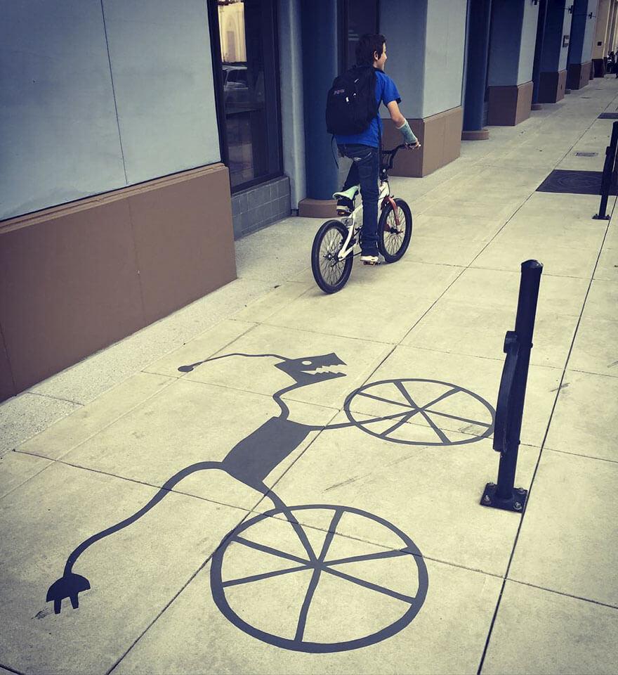 Esse artista de rua pinta sombras falsas para confundir pedestres de forma sensacional 8 - Porque não usarmos a arte para surpreender alguns pedestres ?