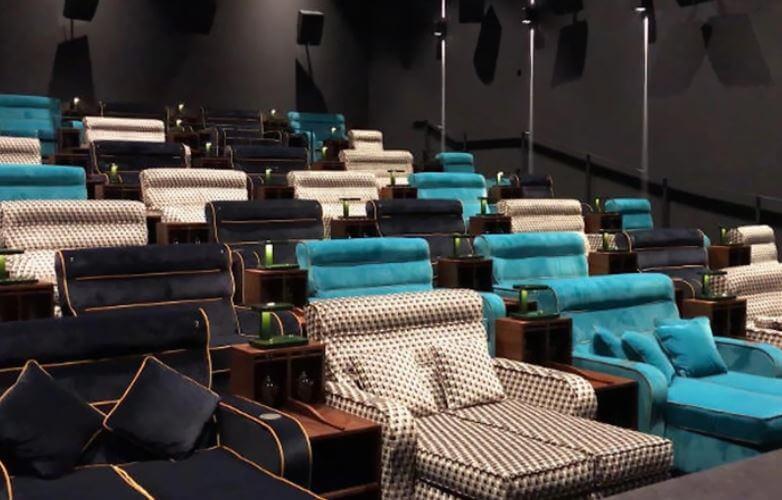 cama 4 - Cinema que trocou assentos comuns por camas de casais