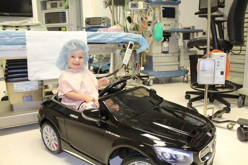 car2 - Hospital dá às crianças pequenos carros para dirijam ao centro cirúrgico menos estressadas