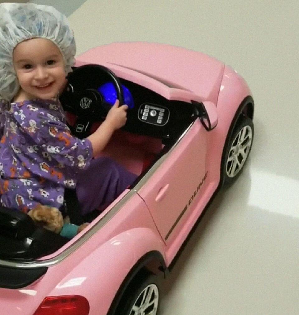 car3 - Hospital dá às crianças pequenos carros para dirijam ao centro cirúrgico menos estressadas