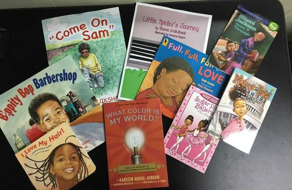 ler para um barbeiro - Barbeiro dá desconto para crianças que lerem livros sobre amor próprio em voz alta