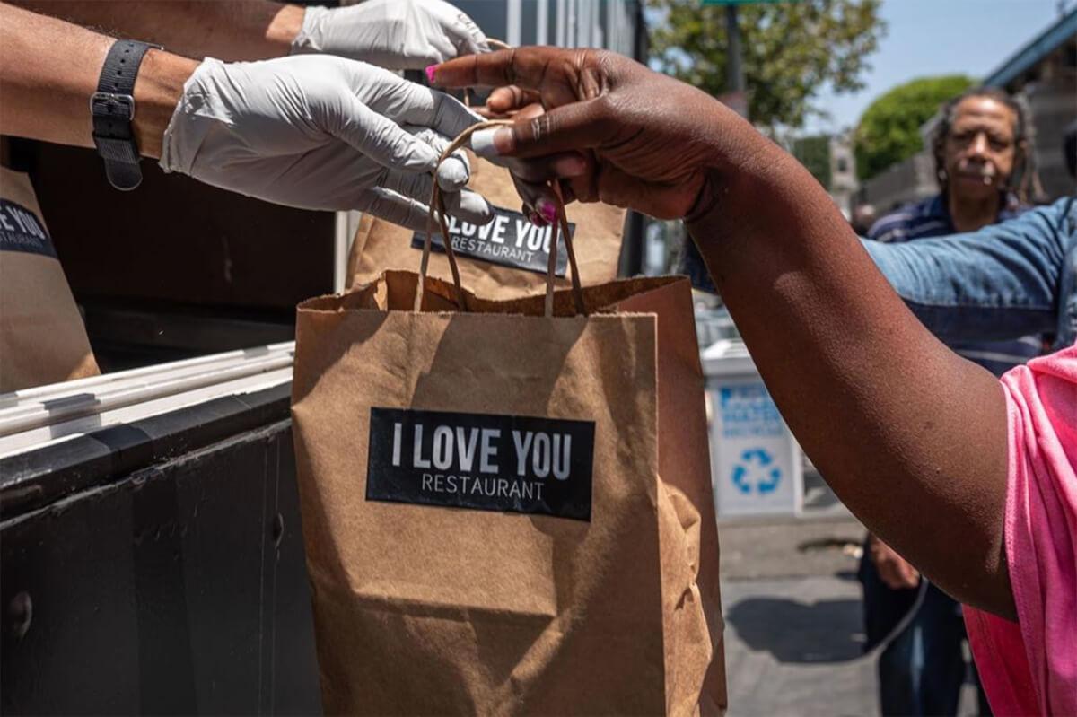jaden smith food truck 1 - Jaden Smith filho de Will Smith inaugura restaurante móvel para moradores de rua