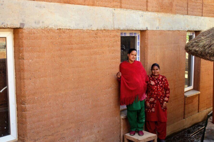 escola nepal ciclovivo14 - Escola feita de terra batida utiliza energia solar e água da chuva