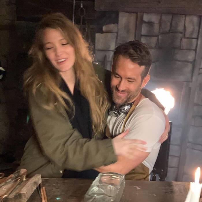 ryan reynolds blake lively birthday troll photos 6 5d637c9278afc 700 - Ryan Reynolds comemora o aniversário da esposa Blake Lively postando as piores fotos dela