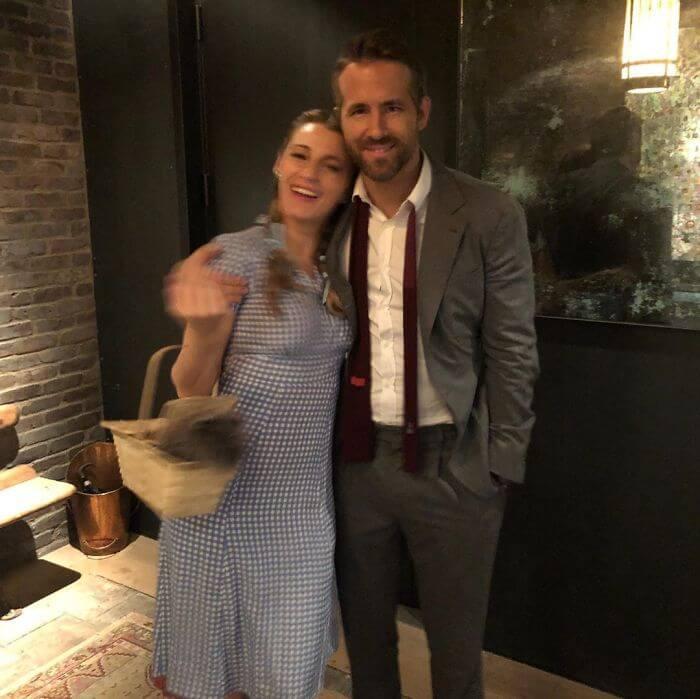 ryan reynolds blake lively birthday troll photos 7 5d637c9426846 700 - Ryan Reynolds comemora o aniversário da esposa Blake Lively postando as piores fotos dela