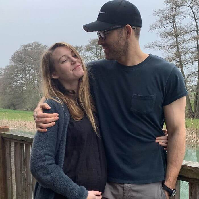 ryan reynolds blake lively birthday troll photos 8 5d637c95cc12a 700 - Ryan Reynolds comemora o aniversário da esposa Blake Lively postando as piores fotos dela