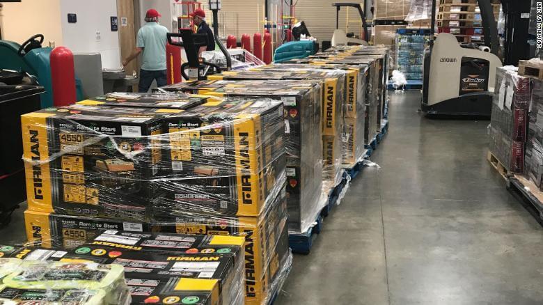 geradores - Um anônimo doou 100 geradores e um caminhão de alimentos para ajudar Bahamas