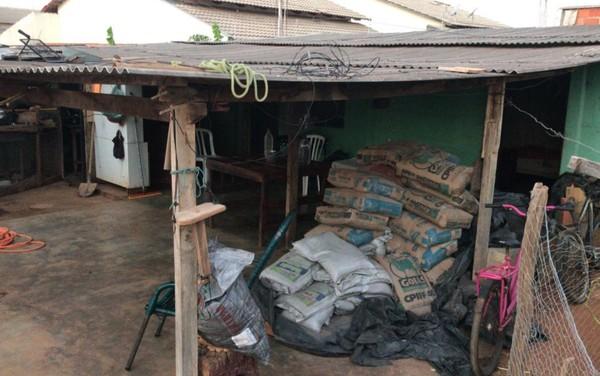 pm casa 3 - PMs aproveitam folga pra construir casa de mulher que cuida de pai doente e duas filhas.