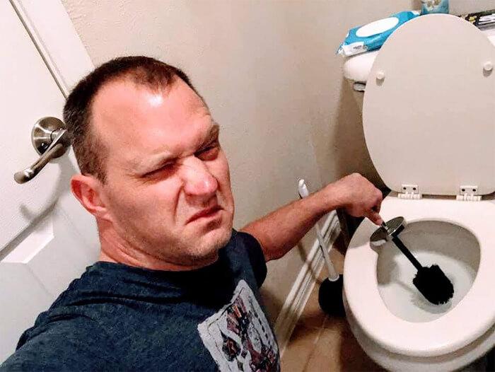 """sexy house chore photos 17 5d68c7396d2ec png  700 - Homem manda fotos """"sensuais"""" fazendo alguns deveres domésticos para sua mulher e viraliza"""