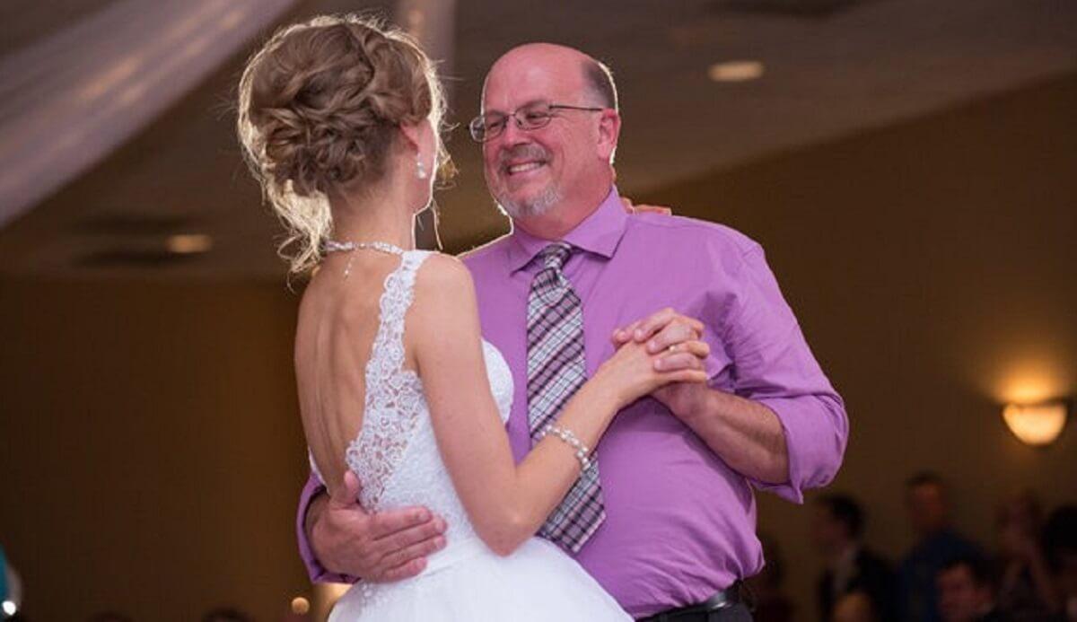 Resultado de imagem para fotos Noiva que sobreviveu à leucemia dança valsa com doador que salvou sua vida
