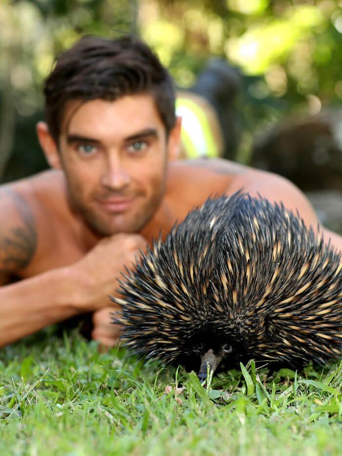 australian firefighters animals calendar 2020 37 5d9c43b965819  700 - Bombeiros posam com animais para calendário de caridades e fotos são tão quentes que causam incêndios