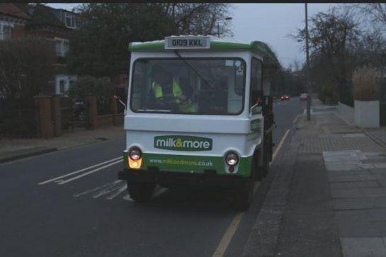 leite2 - Em Londres, voltaram a entregar leite em garrafas de vidro para reduzir o uso de plástico