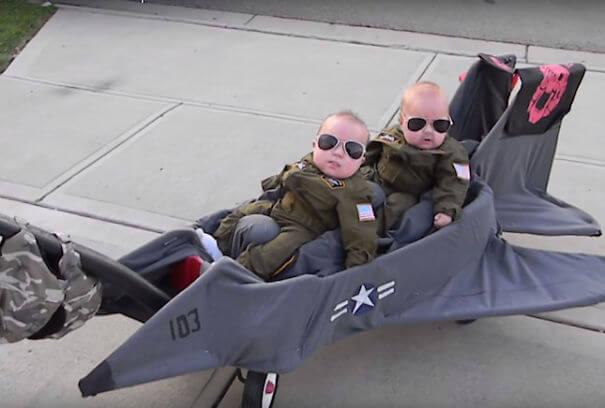 twins top gun png 605 - Aqui estão os 10 bebês mais fofos fantasiados para o tema do Halloween