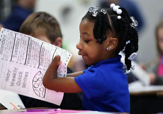 Anaya2 - Americana que nasceu sem as mãos é bicampeã em concurso de caligrafia