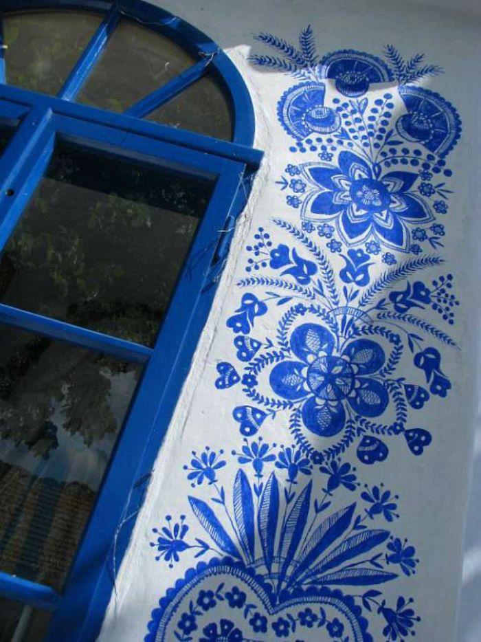 Vovodesenho - Vovó de 90 anos transforma vila onde mora em belíssima galeria de arte