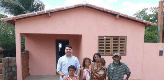 família recebe casa construída com dinheiro do dízimo 758x396 1 533x261 - Inicio