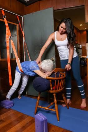images 1 - Yoga transforma postura e saúde de senhora com 87 anos