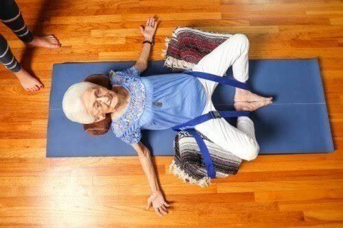 images 3 - Yoga transforma postura e saúde de senhora com 87 anos