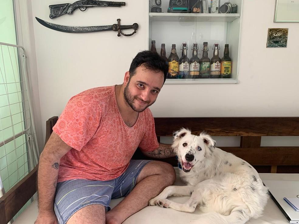 joganejoao - Após ser rejeitado e devolvido, cão surdo é adotado por rapaz surdo