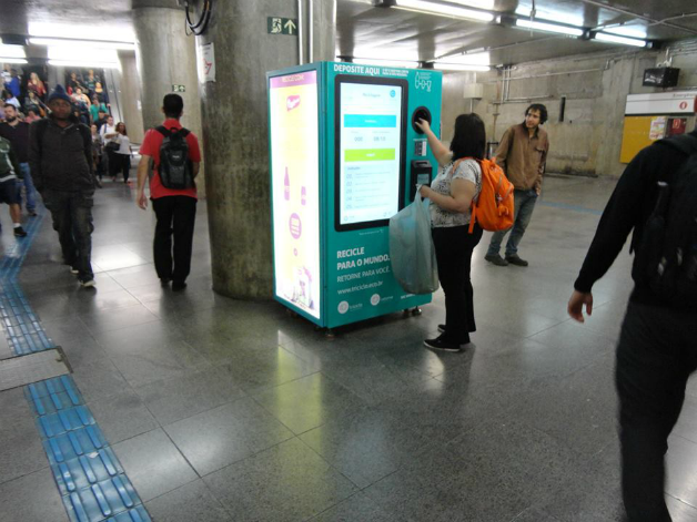 maquina5crop - SP dá início a projeto que troca garrafa pet por crédito em transporte público