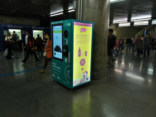 maquina6crop - SP dá início a projeto que troca garrafa pet por crédito em transporte público