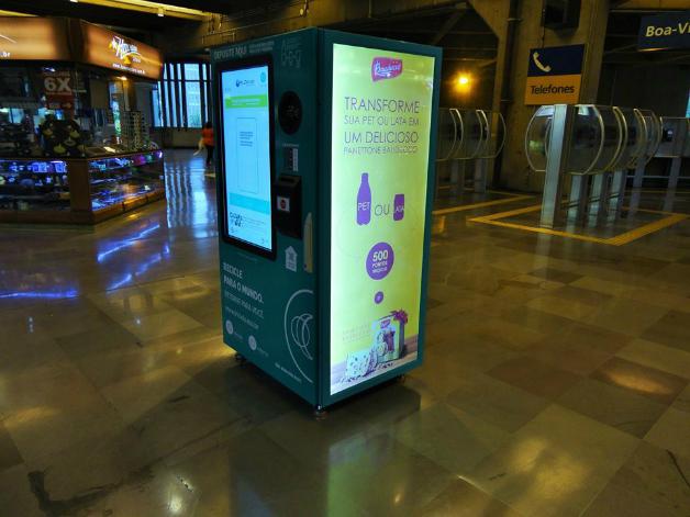 maquina7crop - SP dá início a projeto que troca garrafa pet por crédito em transporte público