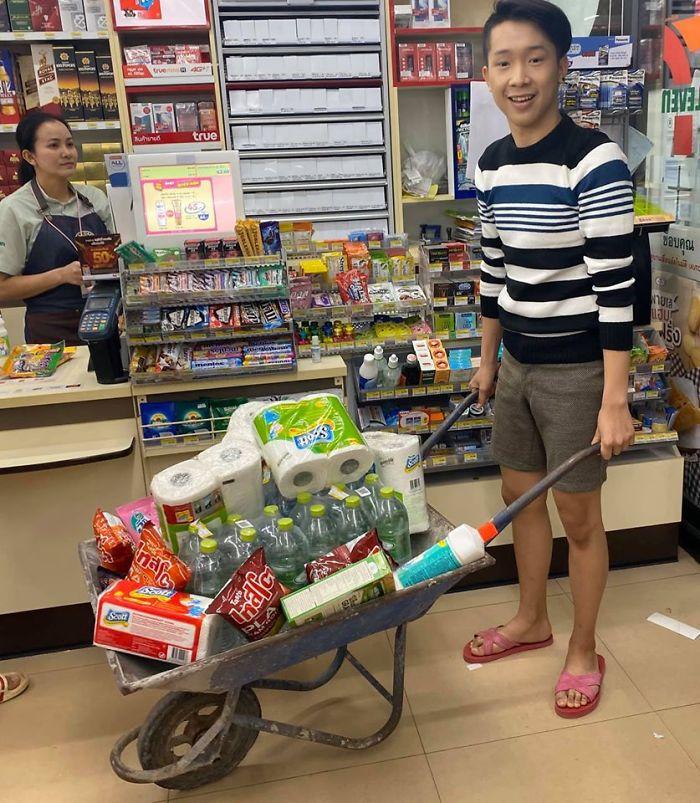unusual ways people dealing plastic bag ban thailand 1 5e143915c0546 700 - Tailândia começa 2020 proibindo sacolas plásticas e veja como as pessoas reagiram