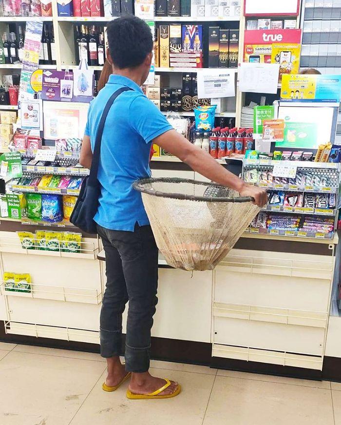 unusual ways people dealing plastic bag ban thailand 2 5e143917c4d89 700 - Tailândia começa 2020 proibindo sacolas plásticas e veja como as pessoas reagiram