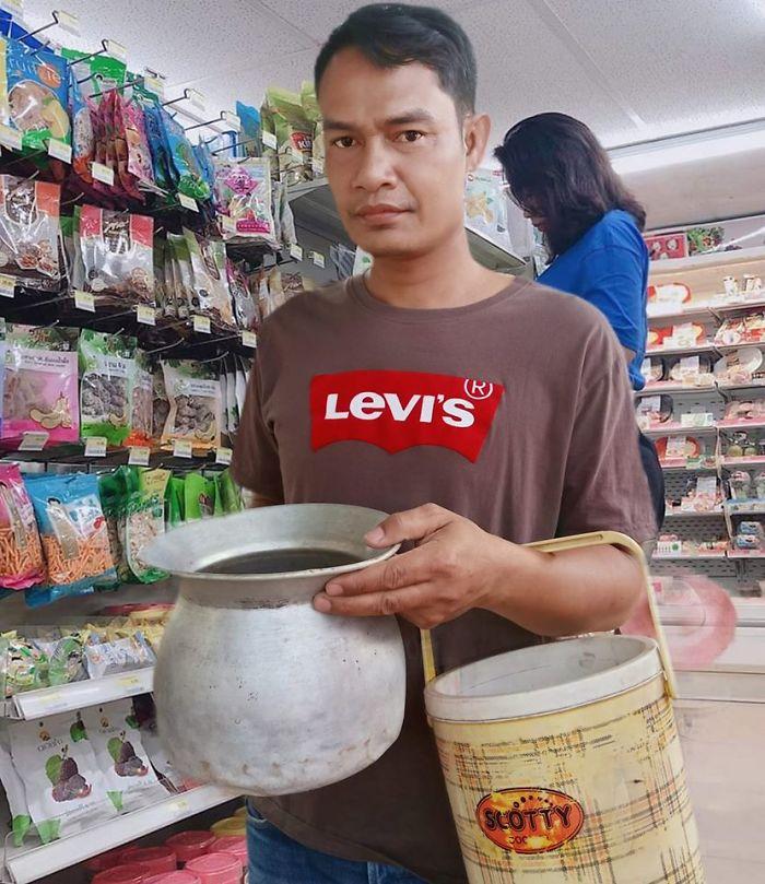 unusual ways people dealing plastic bag ban thailand 3 5e14391a1cbce 700 - Tailândia começa 2020 proibindo sacolas plásticas e veja como as pessoas reagiram