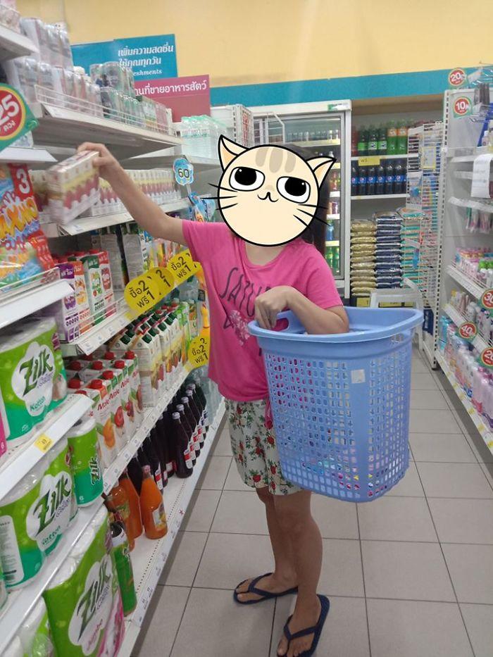 unusual ways people dealing plastic bag ban thailand 36 5e14395c1296d 700 - Tailândia começa 2020 proibindo sacolas plásticas e veja como as pessoas reagiram