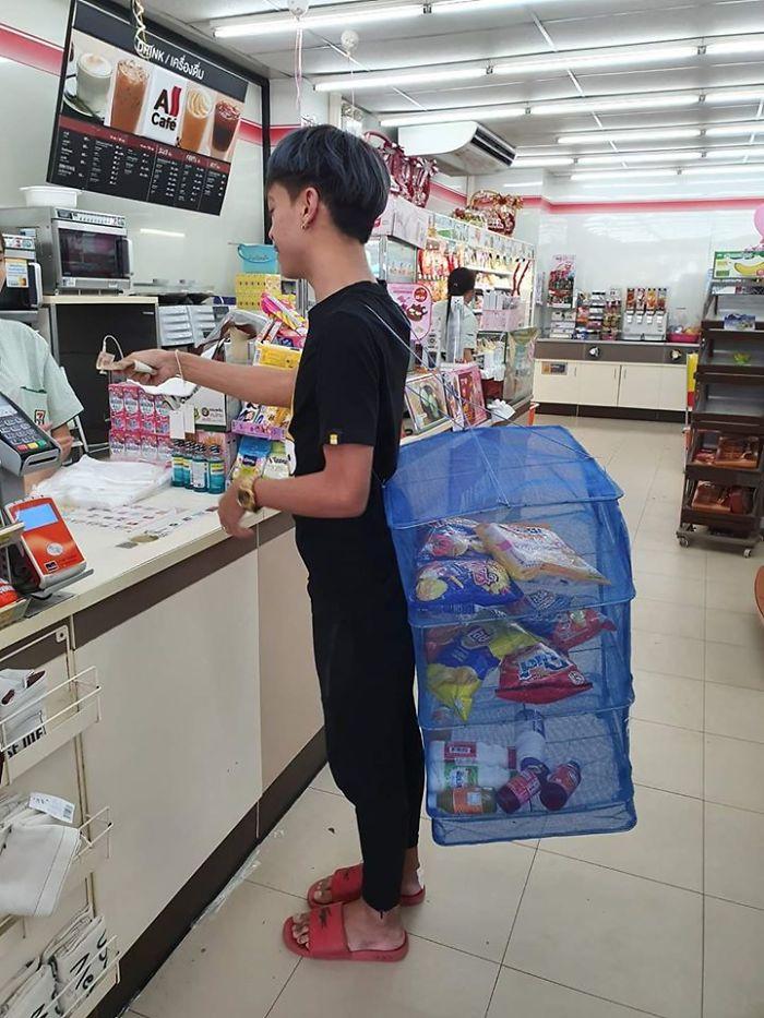 unusual ways people dealing plastic bag ban thailand 4 5e14391c16632 700 - Tailândia começa 2020 proibindo sacolas plásticas e veja como as pessoas reagiram