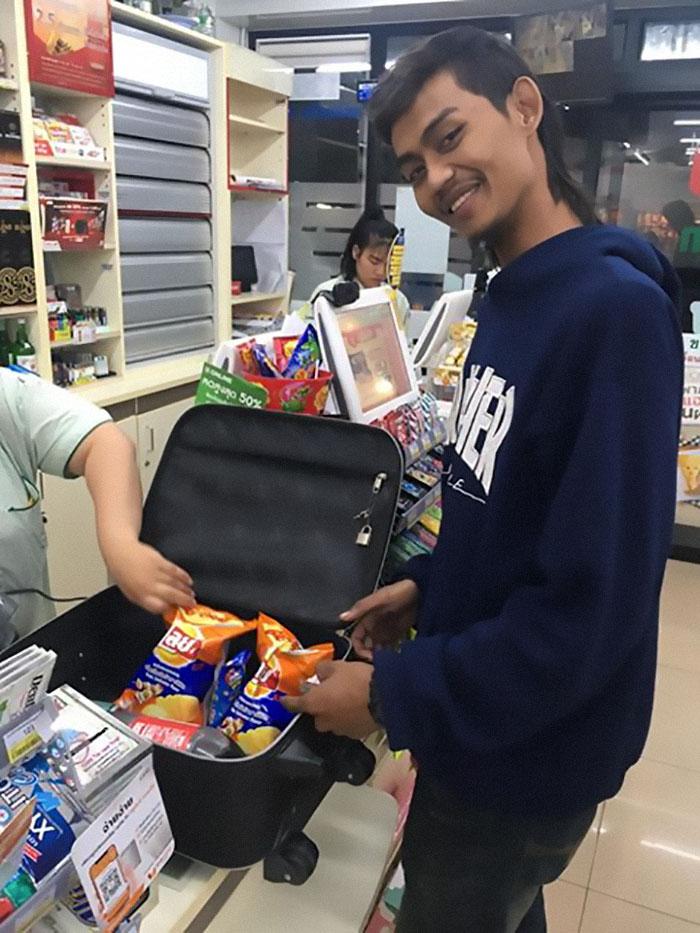 unusual ways people dealing plastic bag ban thailand 74 5e1439a9d9fed 700 - Tailândia começa 2020 proibindo sacolas plásticas e veja como as pessoas reagiram