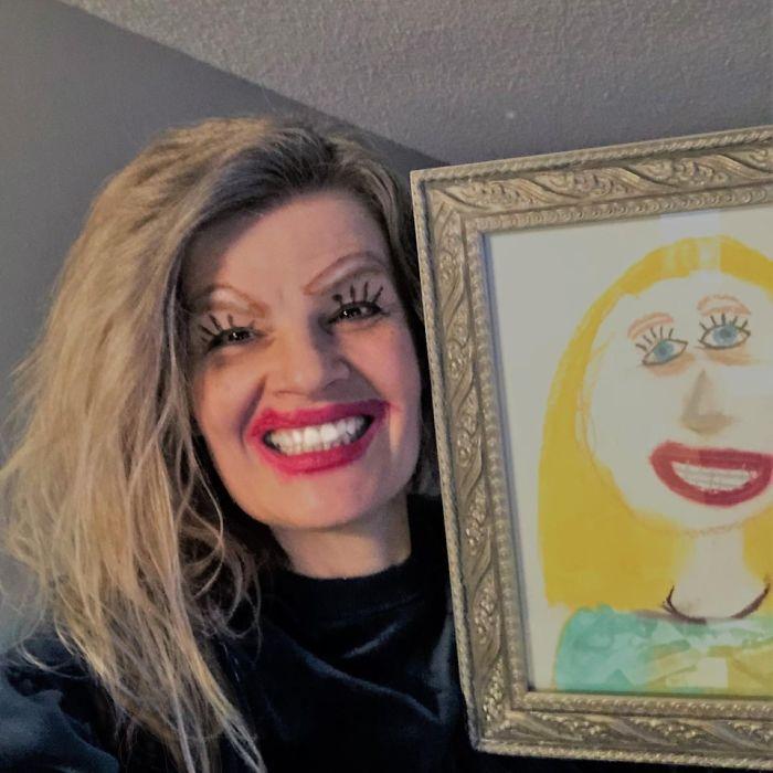 1 5e54e0d66a458 700 - Mãe se maquia igual desenho de filha e selfie viraliza