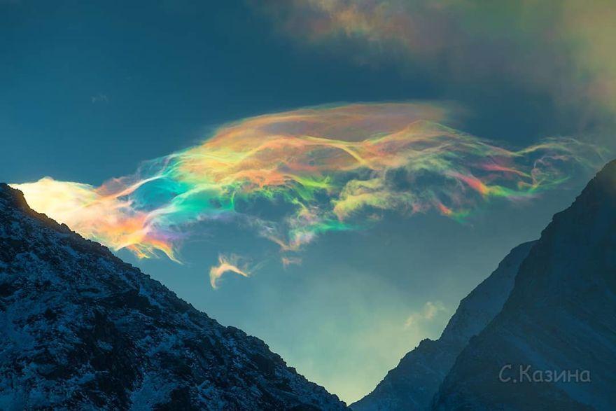 fenômeno nuvens multicoloridas 1 - Nuvens multicoloridas e fluorescentes no céu da Sibéria encantam o mundo todo