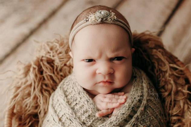 menina ensaio newborn2 632x420 1 - Recém-nascida viraliza após fazer expressão de brava em fotos