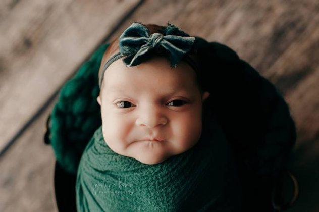 menina ensaio newborn3 632x420 1 - Recém-nascida viraliza após fazer expressão de brava em fotos