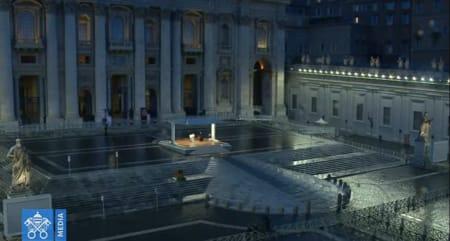 papabasilica - Papa Francisco faz oração completamente sozinho na Praça São Pedro pela primeira vez na História