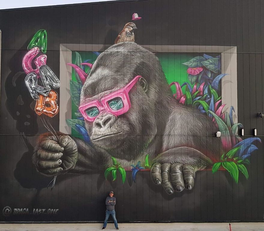 French artist turns an abandoned natural gas tank into a giant cat 5e9e99e343159 880 - Esse artista de rua é capaz de confundir a mente de qualquer um com suas belas artes ilusionistas