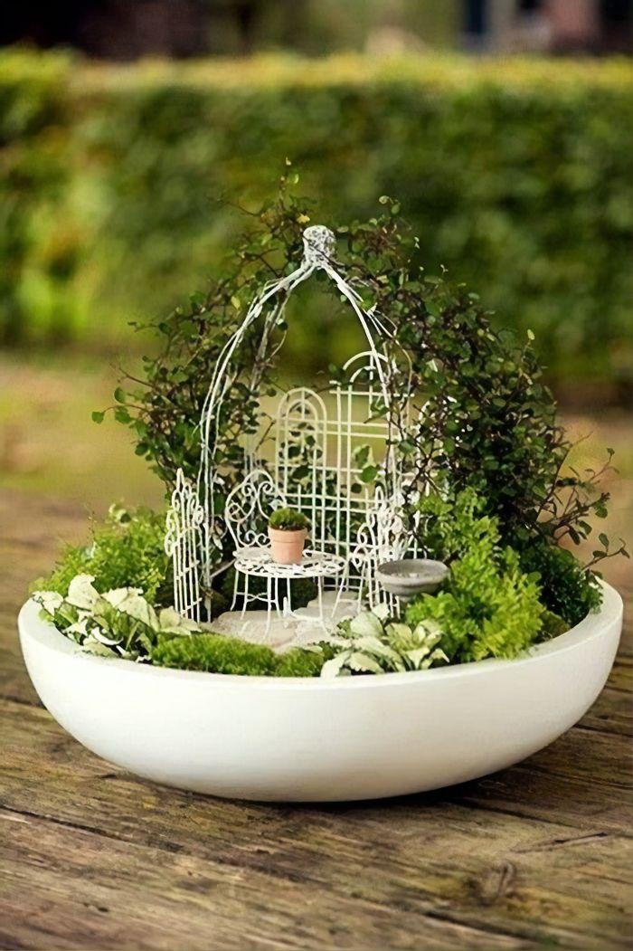 adorable mini tea gardens 5e984a4d48d65 700 - Teacup Gardens, são jardins em xícaras e trouxemos 10 exemplos maravilhosos para vocês admirarem