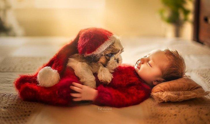 bebe11 - Fotógrafo faz ensaio com recém-nascidos e filhotinhos e o resultado é muito fofo