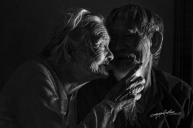 casal - Ensaio fotográfico eterniza momentos incrivelmente fofos de casal: juntos há 90 anos