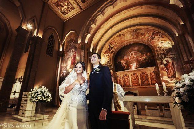casamento fonoaudiologa surpresa criancas sindrome down 3 - A convite do noivo, crianças com Down levam alianças em casamento de sua fonoaudióloga emocionando-a