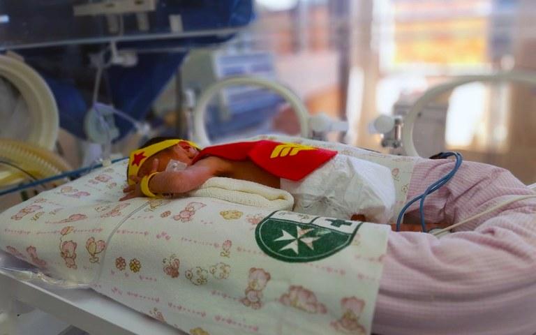 heroi - Bebês internados em UTI Neonatal ganham fantasias na Paraíba