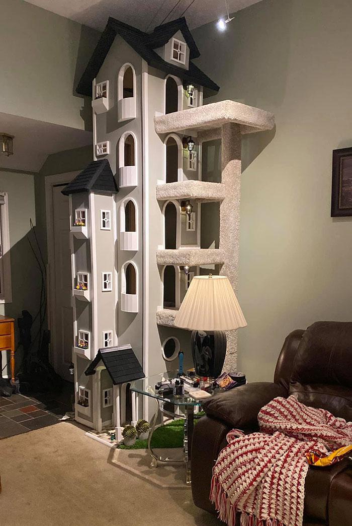 kitty towers racoutu 38 - Homem constrói duas grandes torres para seus gatinhos e ensina a construir